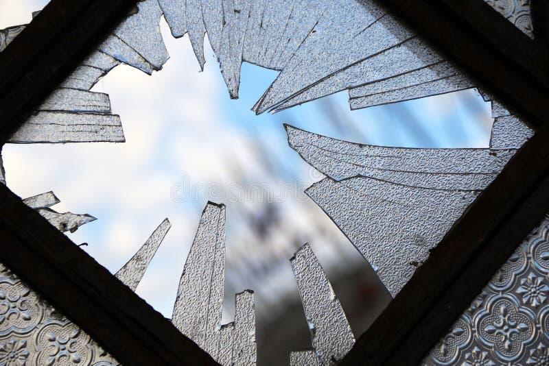Eenzaam gebroken venster royalty-vrije stock foto