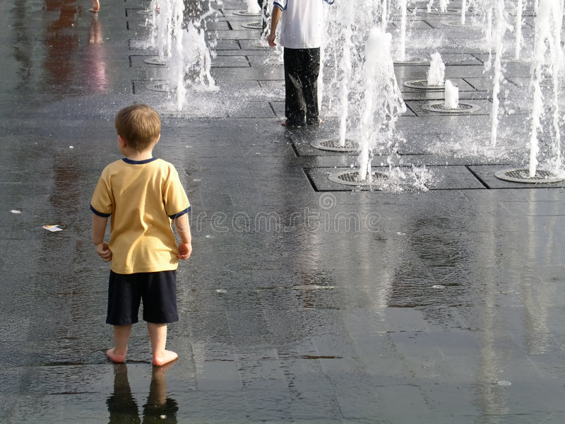 Eenzaam kind stock foto