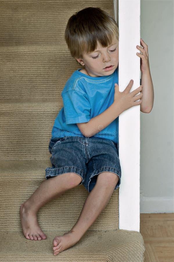 Eenzaam kind stock afbeelding