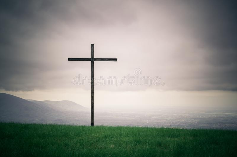Eenzaam kruis op de horizonreeks stock afbeeldingen