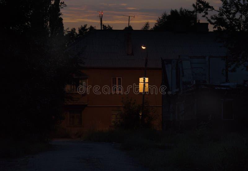 Eenzaam venster in de nacht royalty-vrije stock afbeeldingen