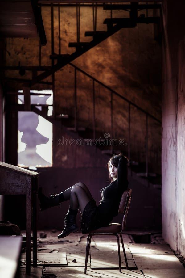 Eenzaam vrouwenportret stock fotografie