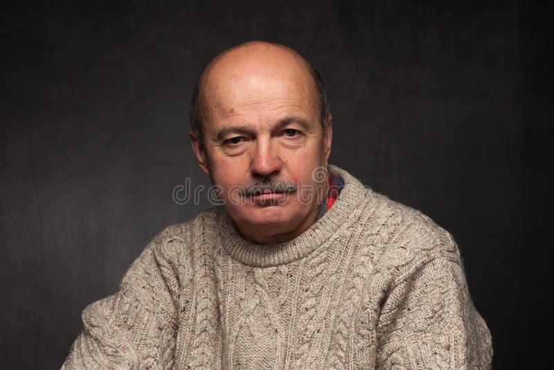 Eenzaamheid en depressie in bejaarden stock foto