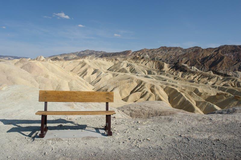 Eenzame bank op de Vallei van de Dood royalty-vrije stock foto