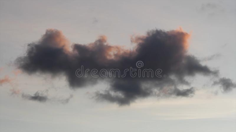 Eenzame donkere onheilspellende grijze onweerswolk schot Dramatische Hemel Onheilspellende onweerswolken Onweerswolkenachtergrond royalty-vrije stock foto's