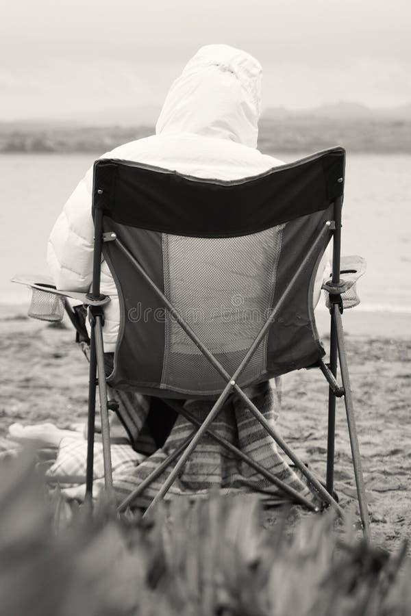 Eenzame en Koude Dag door de Baai royalty-vrije stock fotografie