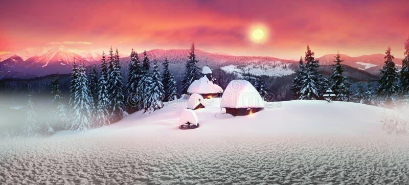 Eenzame kerk in de wilde bergen royalty-vrije stock foto's