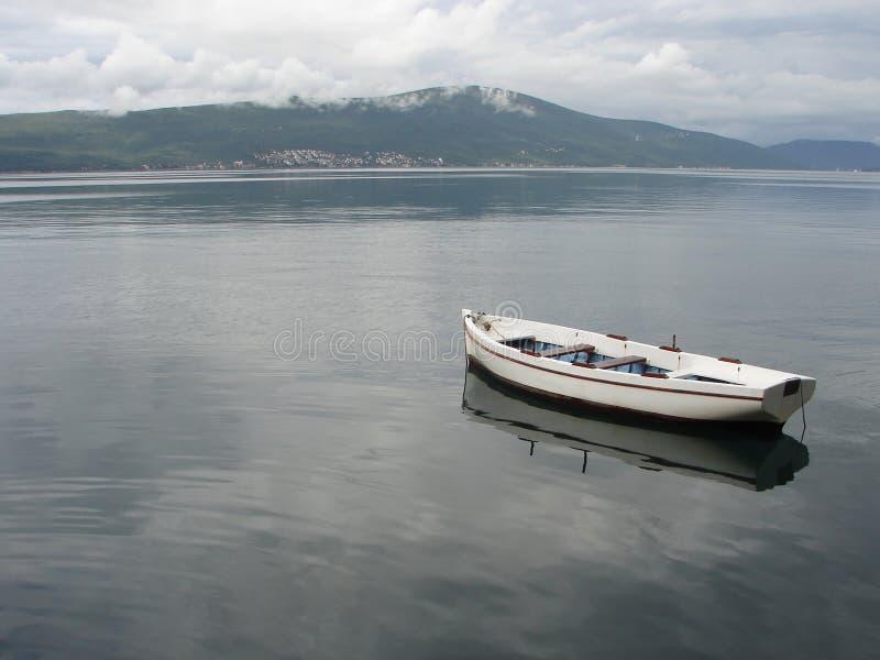 Eenzame lege boot royalty-vrije stock foto