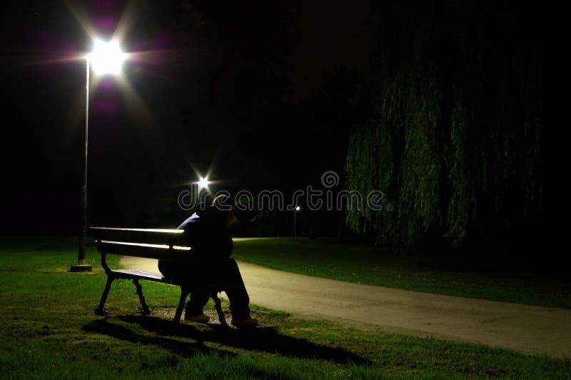 Eenzame mens bij nacht stock foto's
