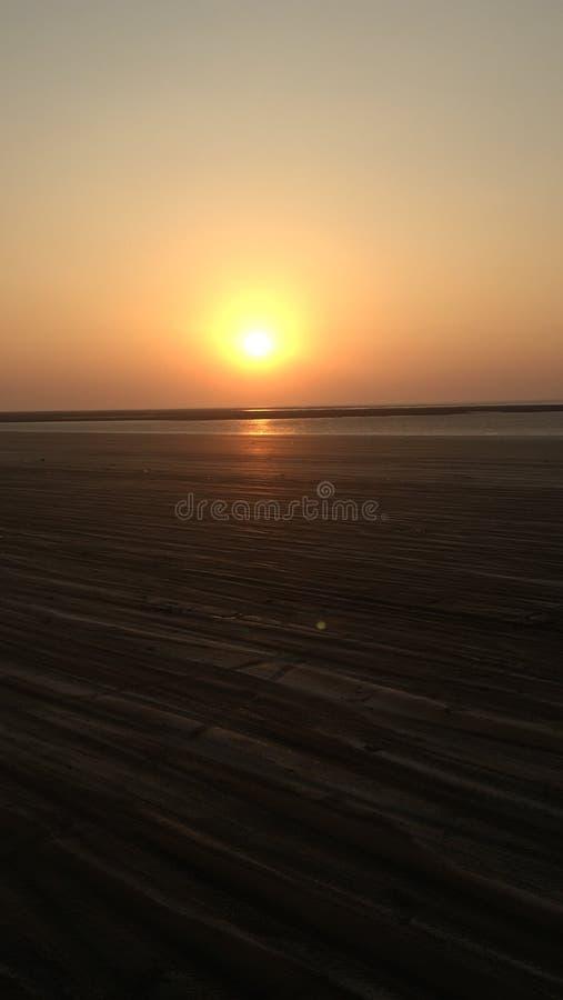 Eenzame Strandzonsondergang stock afbeeldingen