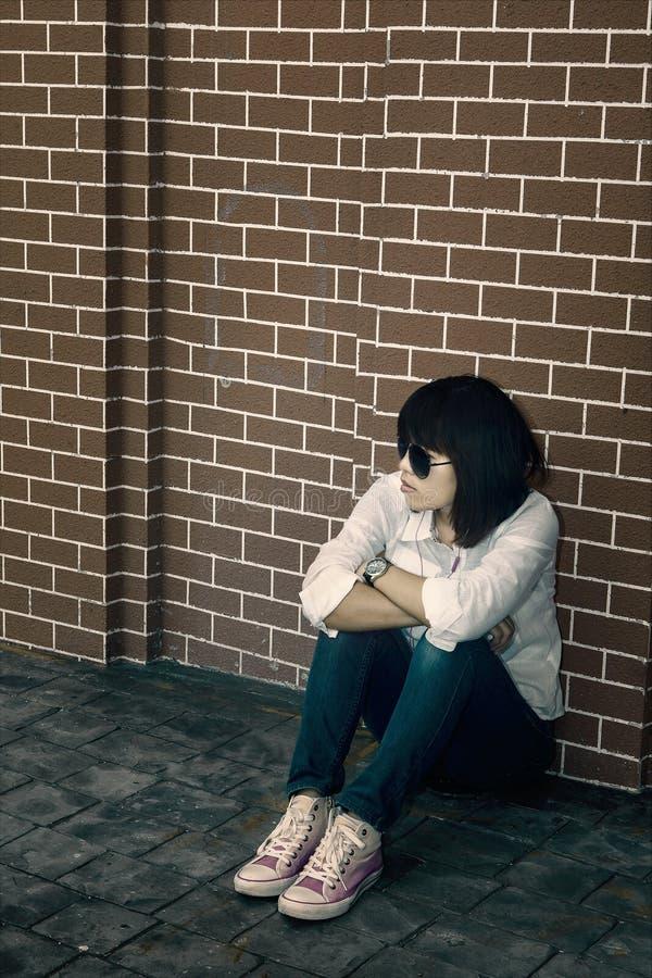 Eenzame vrouw stock afbeeldingen