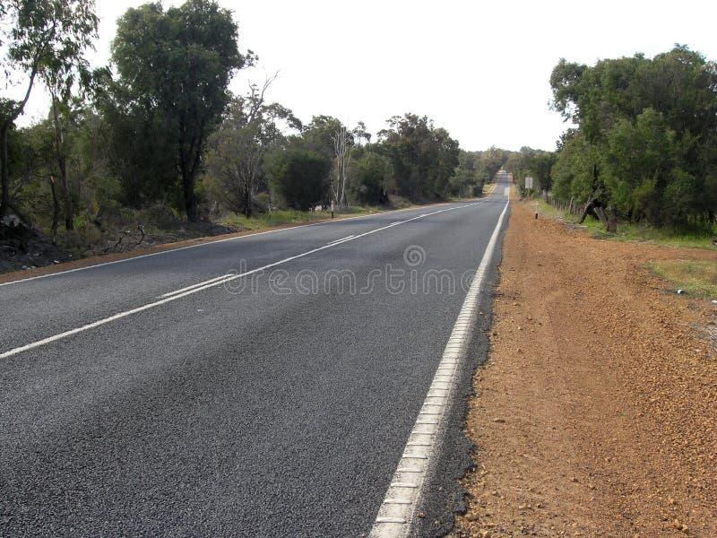 Download Eenzame weg stock afbeelding. Afbeelding bestaande uit aandrijving - 44717