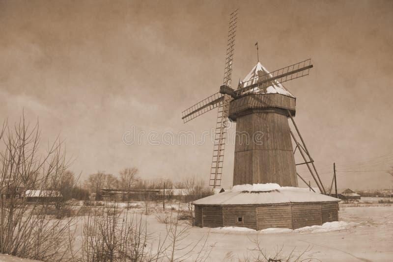 Eenzame windmolen in Januari stock fotografie