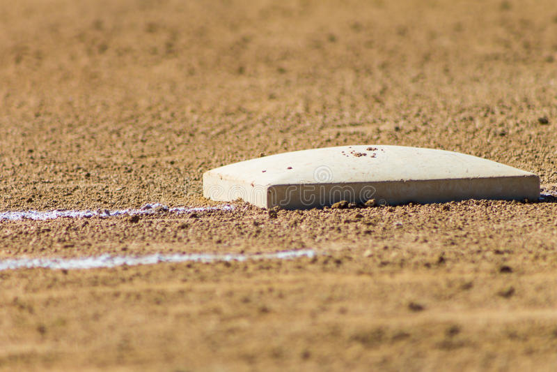 Eerste basis op softballgebied royalty-vrije stock afbeelding