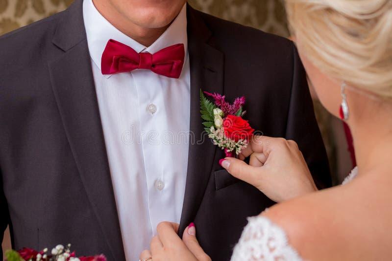 Eerste blik van huwelijkspaar in de ochtend Bruid en bruidegom Th royalty-vrije stock afbeelding