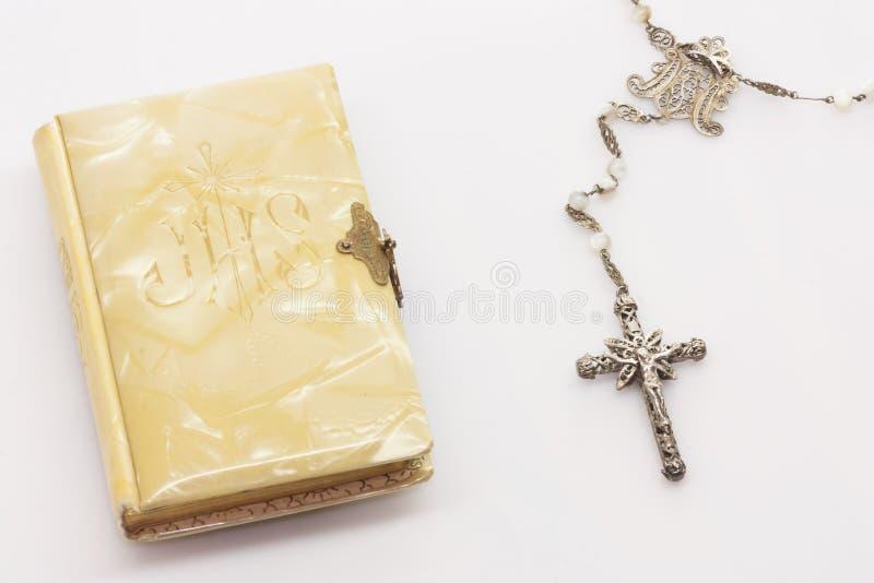Eerste Heilige Communieboek en Rozentuin stock afbeeldingen