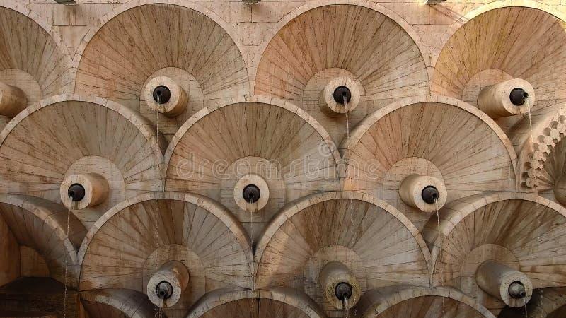 Eerste niveau van mooie Yerevan Cascadetrap in Armenië, oude architectuur stock fotografie