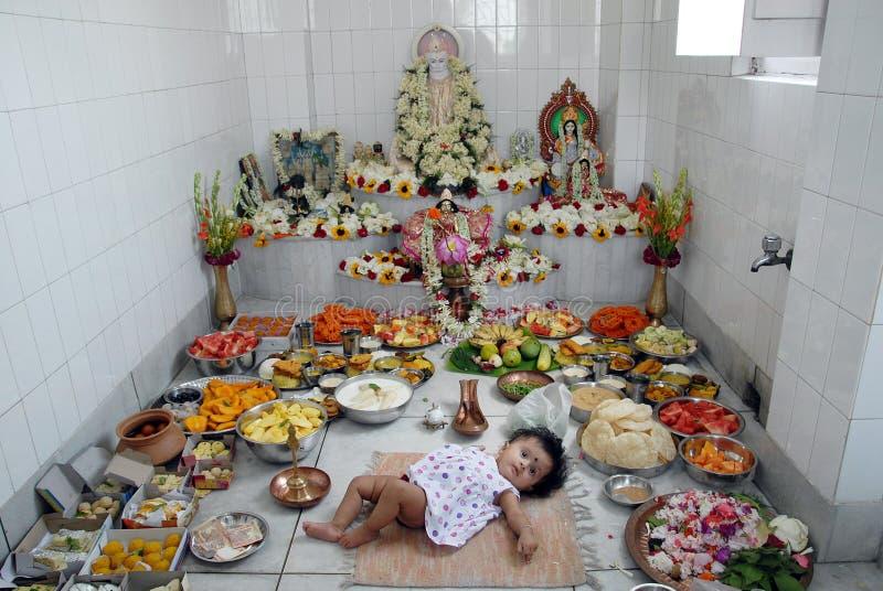 Eerste rijst-etende ceremonie in India stock foto