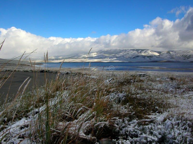 Eerste Sneeuw bij Aardbeireservoir royalty-vrije stock afbeelding