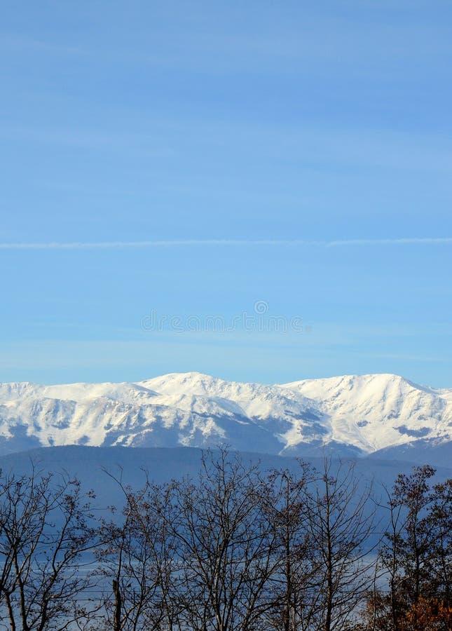 Eerste sneeuw op een Galicica-Berg Meer Prespa, Macedonië stock afbeeldingen