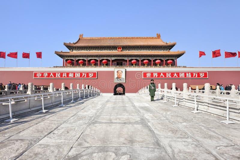 Eerwacht bij de ingang aan Paleismuseum, Peking, China royalty-vrije stock foto's