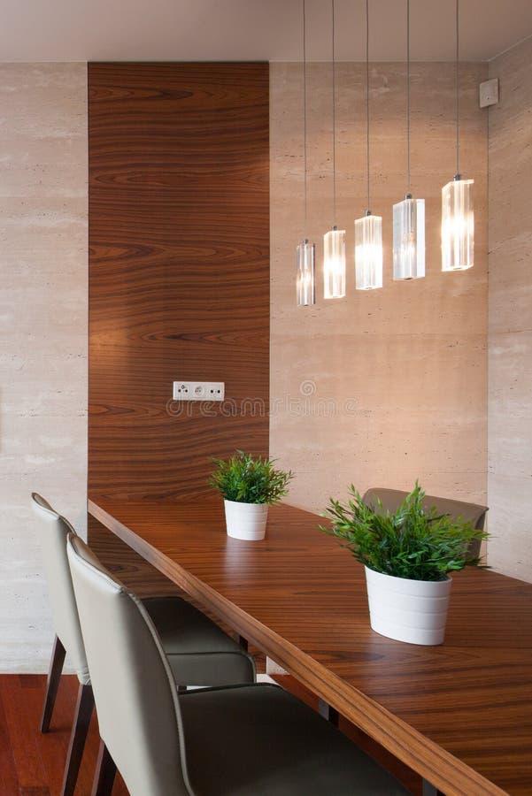 Eetkamer Met Decoratieve Verlichting Stock Foto - Afbeelding ...