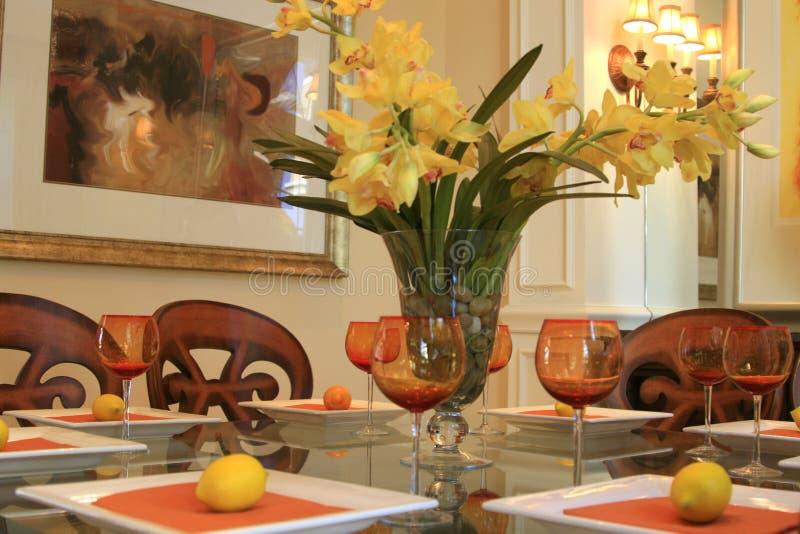 Eettafel met Belangrijkst voorwerp stock fotografie