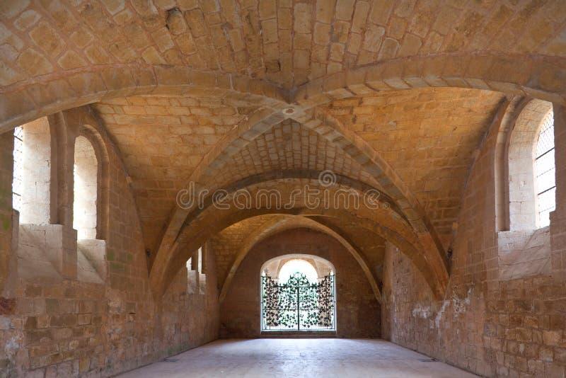 Eetzaal van de cisterciënzer abdij van Fontfroide   stock foto's