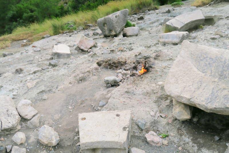Eeuwige Vlammen van hersenschim-Yanartas, en de Tempelruïnes in cirali-Olympos, Turkije stock fotografie