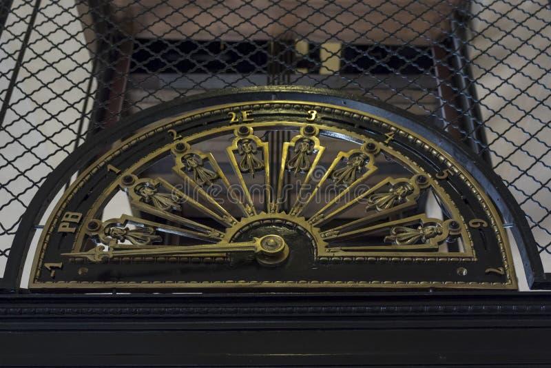 Eeuwwisseling lift stock afbeelding