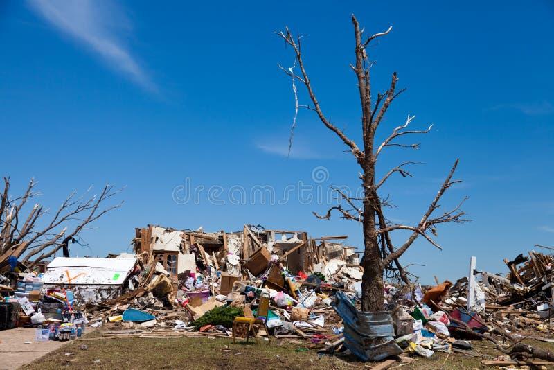 EF5龙卷风在穆尔-俄克拉何马 免版税库存图片