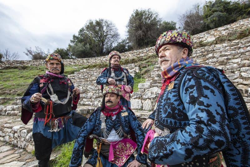 Efe is moedig, strijder en opstandige, mannelijke en danserspersoon in Westelijke Turkse cultuur Bij het dorpsfestival van Torbal royalty-vrije stock foto