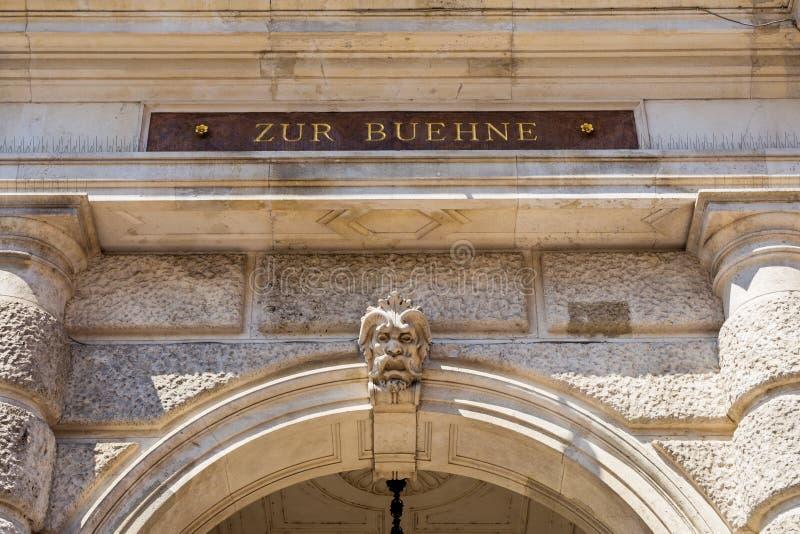 Efectúe la entrada del Burgtheater en Viena, Austria imagen de archivo libre de regalías