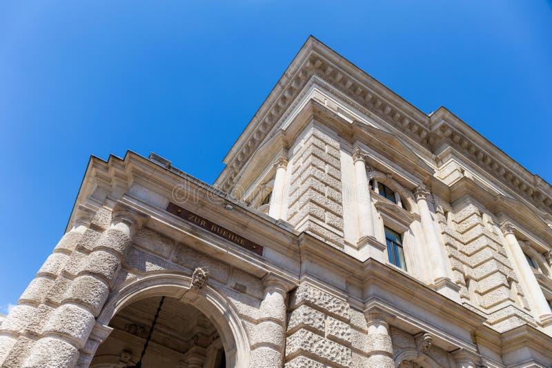 Efectúe la entrada del Burgtheater en Viena, Austria foto de archivo