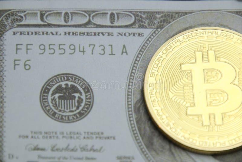 Efectivo con el bitcoin fotos de archivo