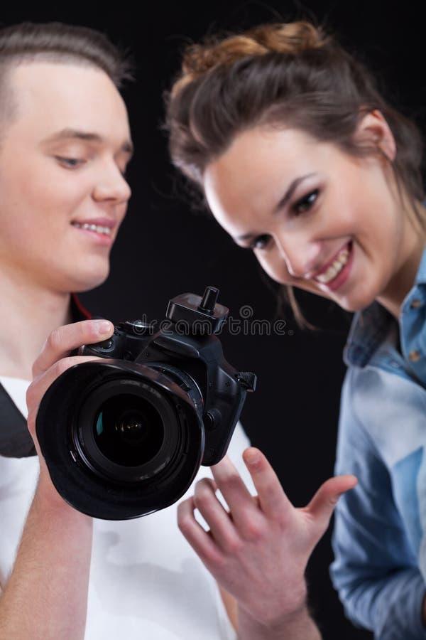 Download Efectos De Observación Del Fotógrafo Y Del Modelo De Su Trabajo Imagen de archivo - Imagen de fotógrafo, manera: 41916331