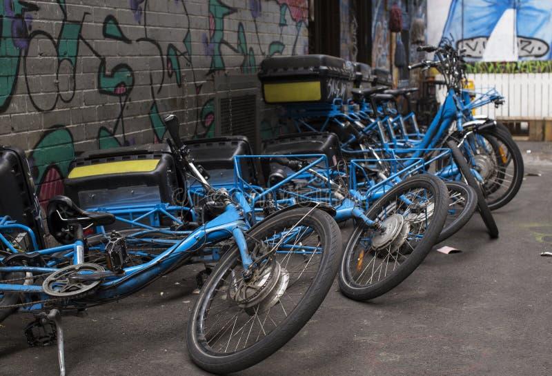 Efeito de dominó em bicicletas caídas imagem de stock royalty free