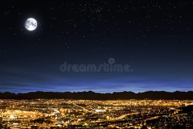 effacez l'étoile remplie de ciel de pleine lune images stock