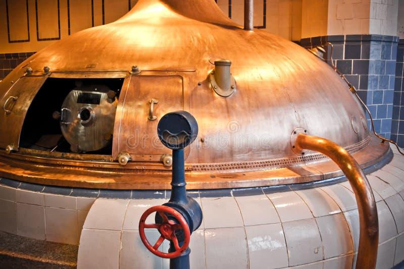 Effectuer de bière de brasserie images libres de droits