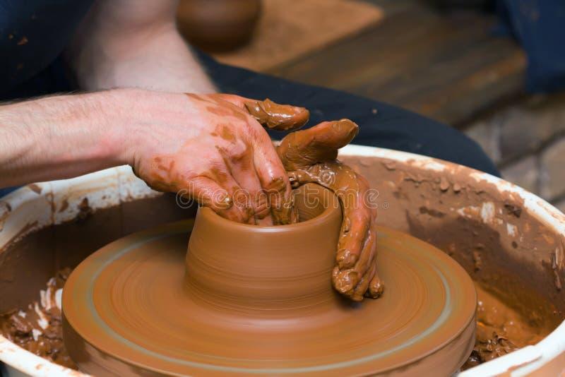 Effectuer de poterie photos libres de droits