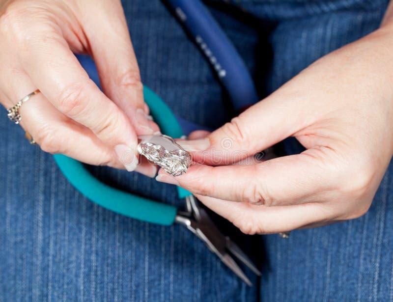 Effectuer le bijou à la maison effectué photographie stock libre de droits