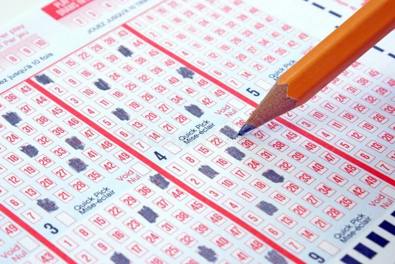 Effectuer un billet de loterie photographie stock