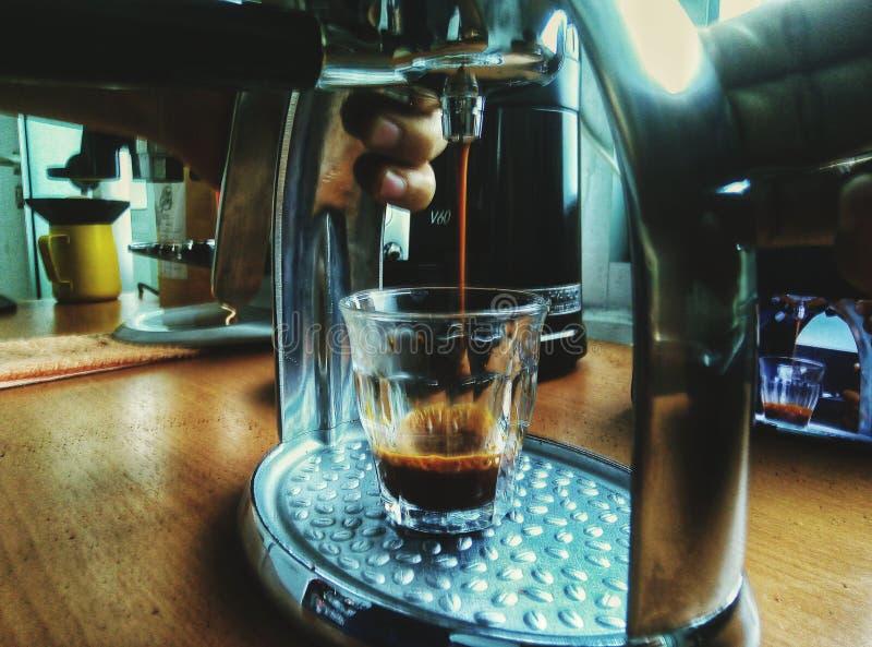 Effectuez le café photos stock
