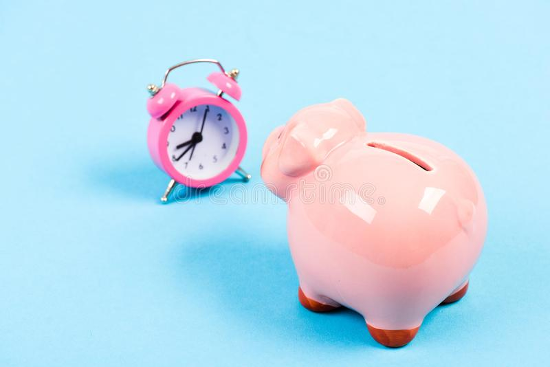 effectuez le temps d'argent ? succès dans les finances et le commerce D?marrage d'entreprise position financière Retraite Budget  photographie stock libre de droits