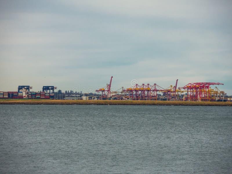 Effectuez les échanges maritimes manipulant des fonctions dans les ports et qui manipulent l'expédition du ` s d'Australie photos libres de droits