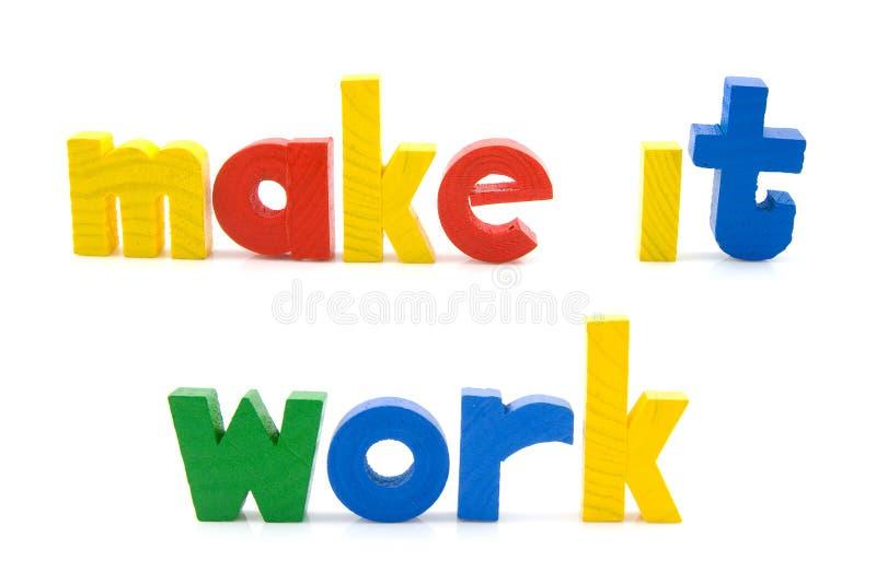 Effectuez-lui le travail dans les lettres en bois photos libres de droits