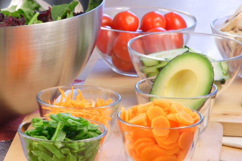 Effectuez vos ingrédients de salade photographie stock