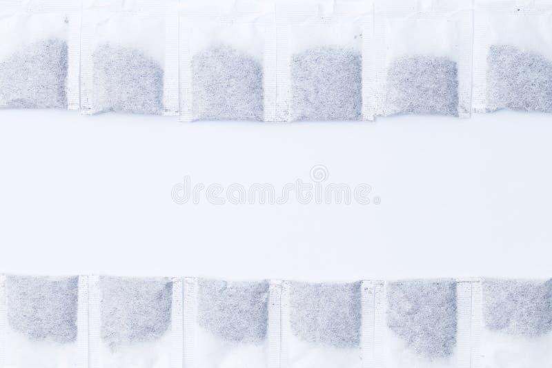 Effekt från nikotinbegreppet, tepåsar i form av tanden par fotografering för bildbyråer