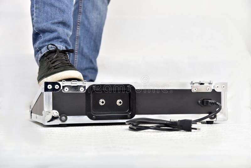 Effektausrüstung auf weißem Hintergrund lizenzfreies stockfoto