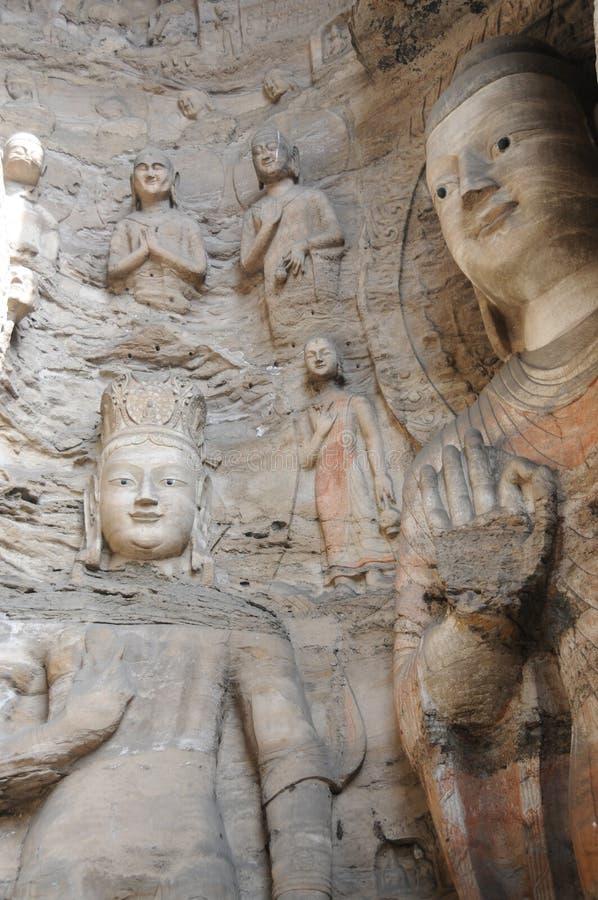 Effets d'altération superficielle par les agents atmosphériques sur les statues bouddhistes images libres de droits